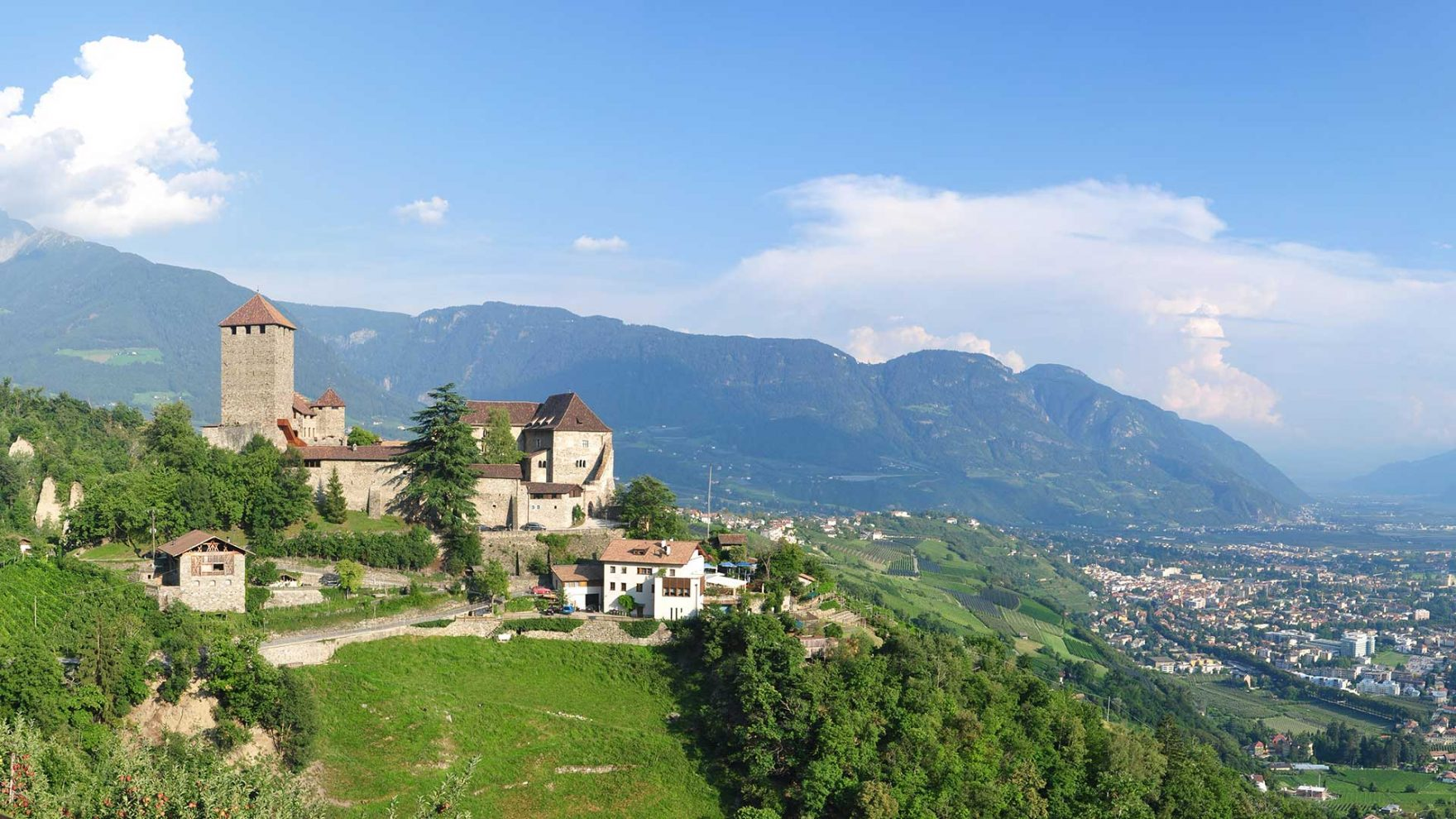 Blick zum Schloss Tirol
