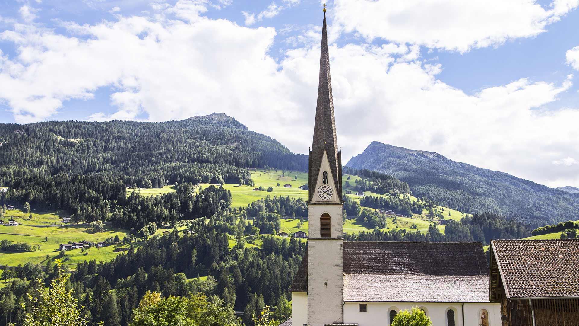 Pfarrkirche Maria Himmelfahrt in Moos, Südtirol