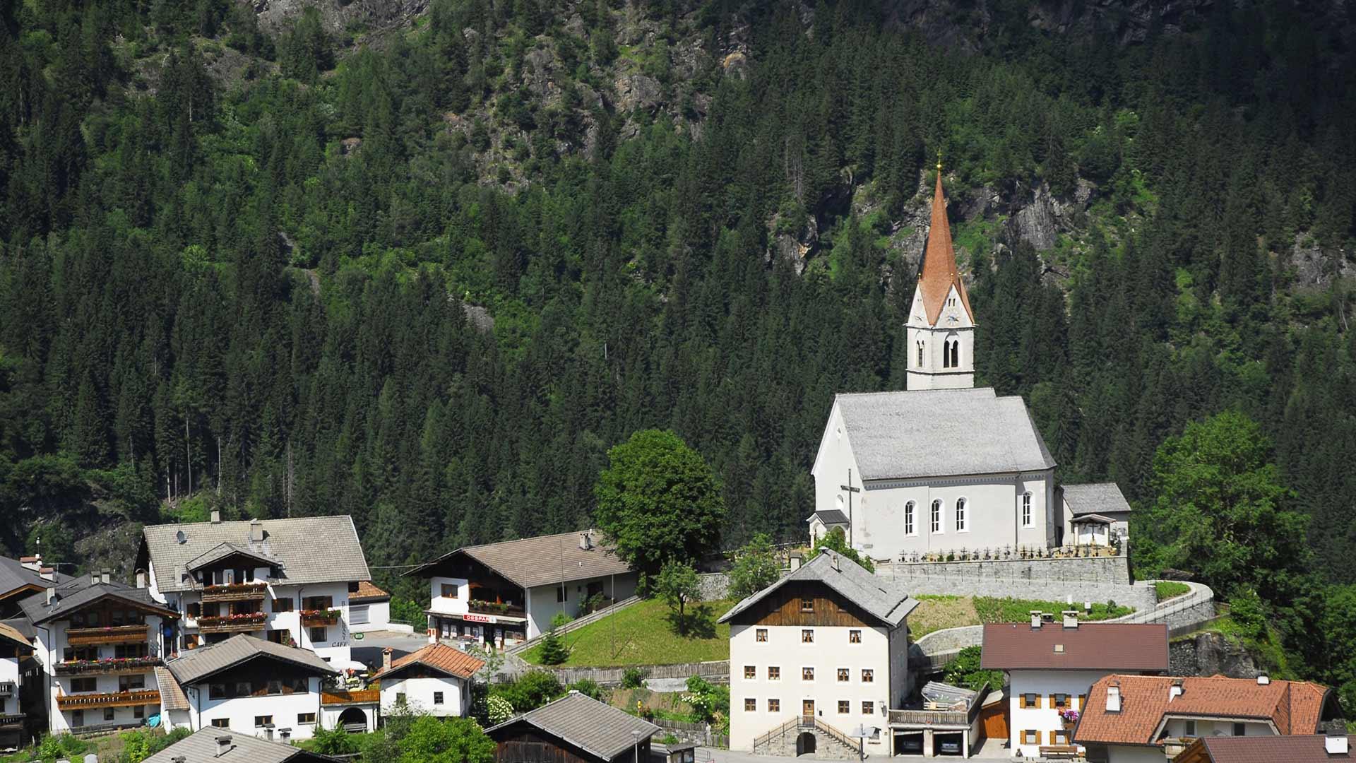 Blick zur Kirche - Moos in Passeier