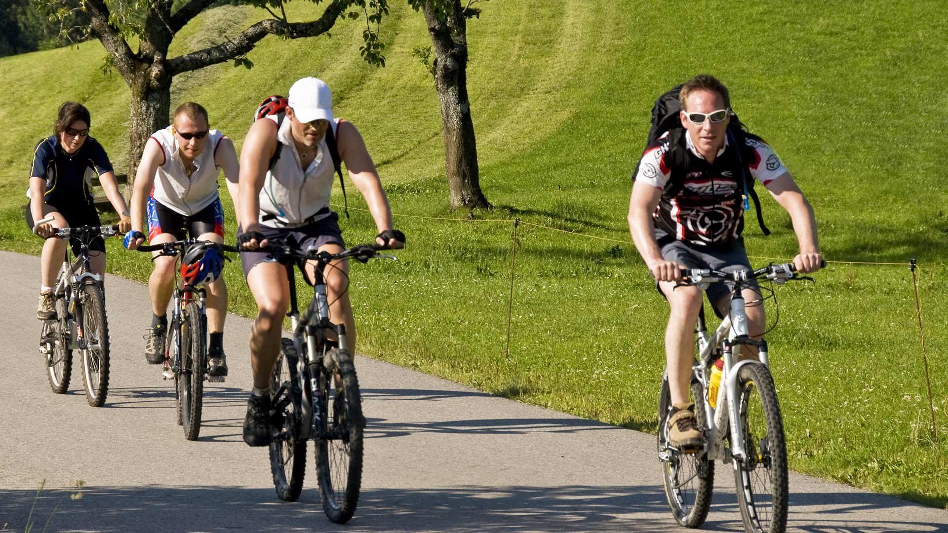 Radtour in Tisner Mittelgebirge