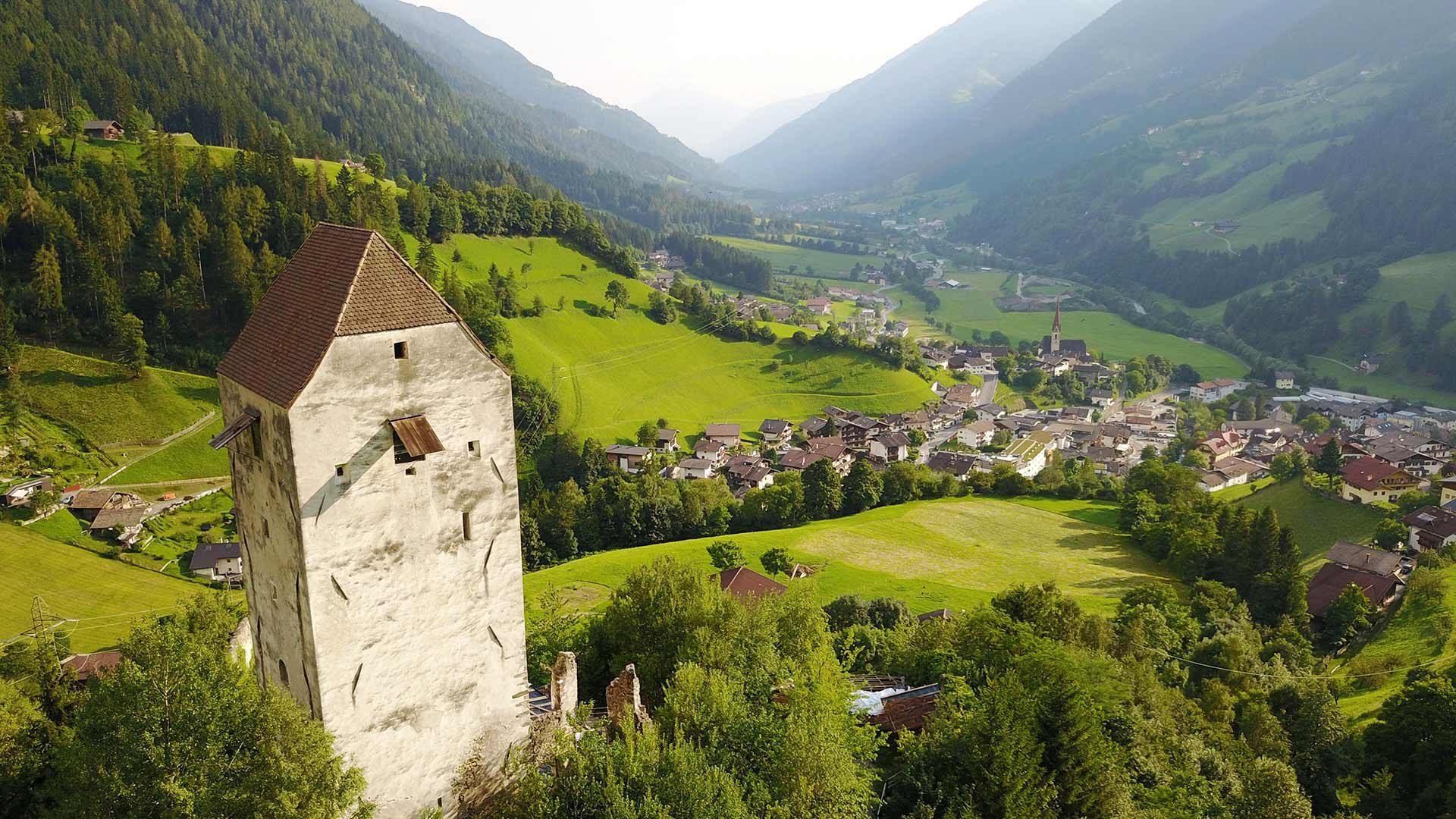Blick zur Jaufenburg