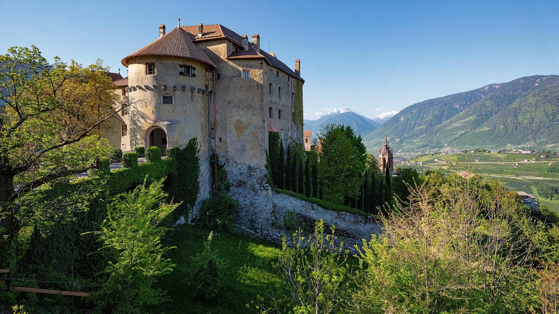Schloss Schenna & Mausoleum