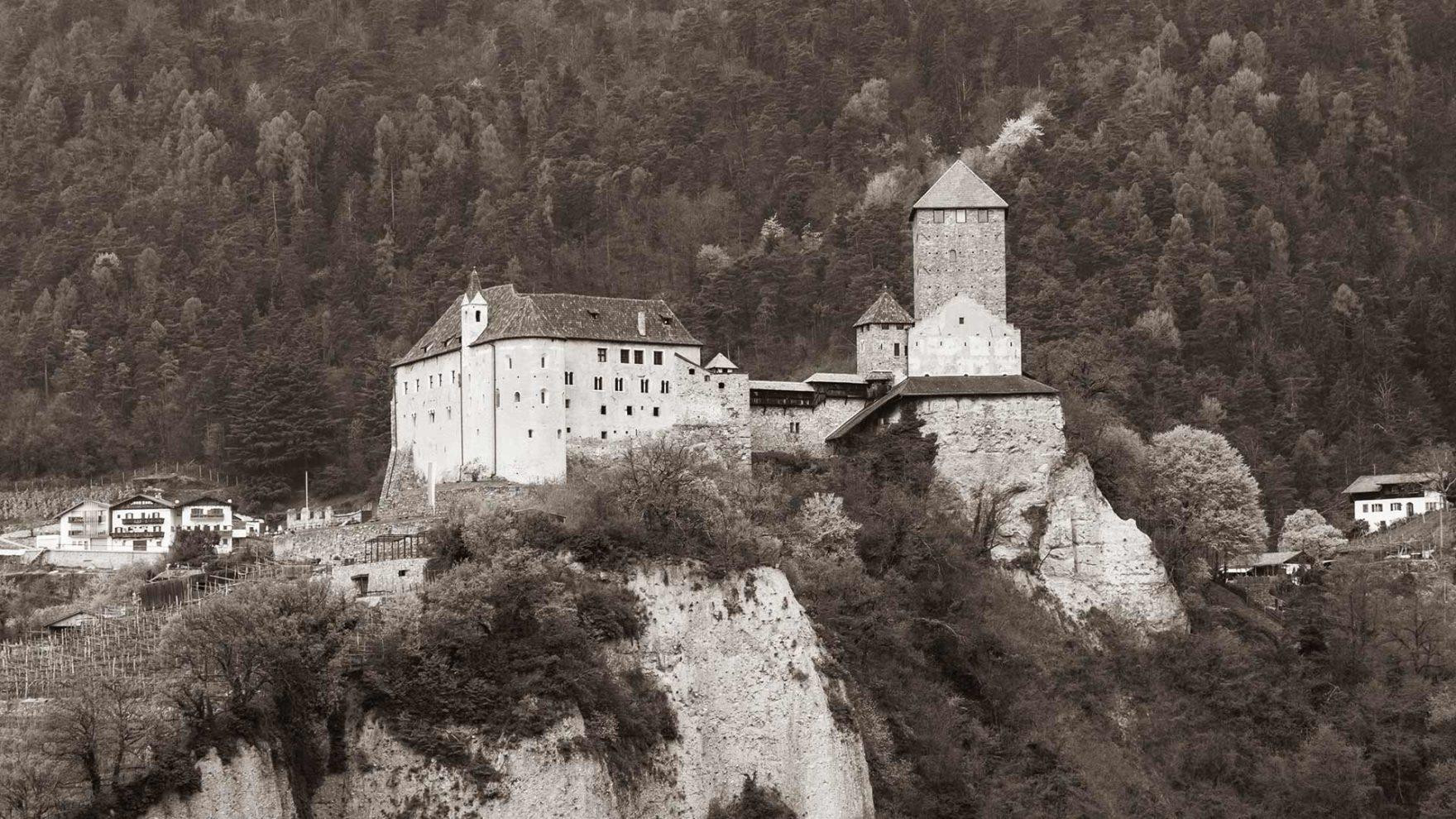 Geschichtliches zu Schloss Tirol