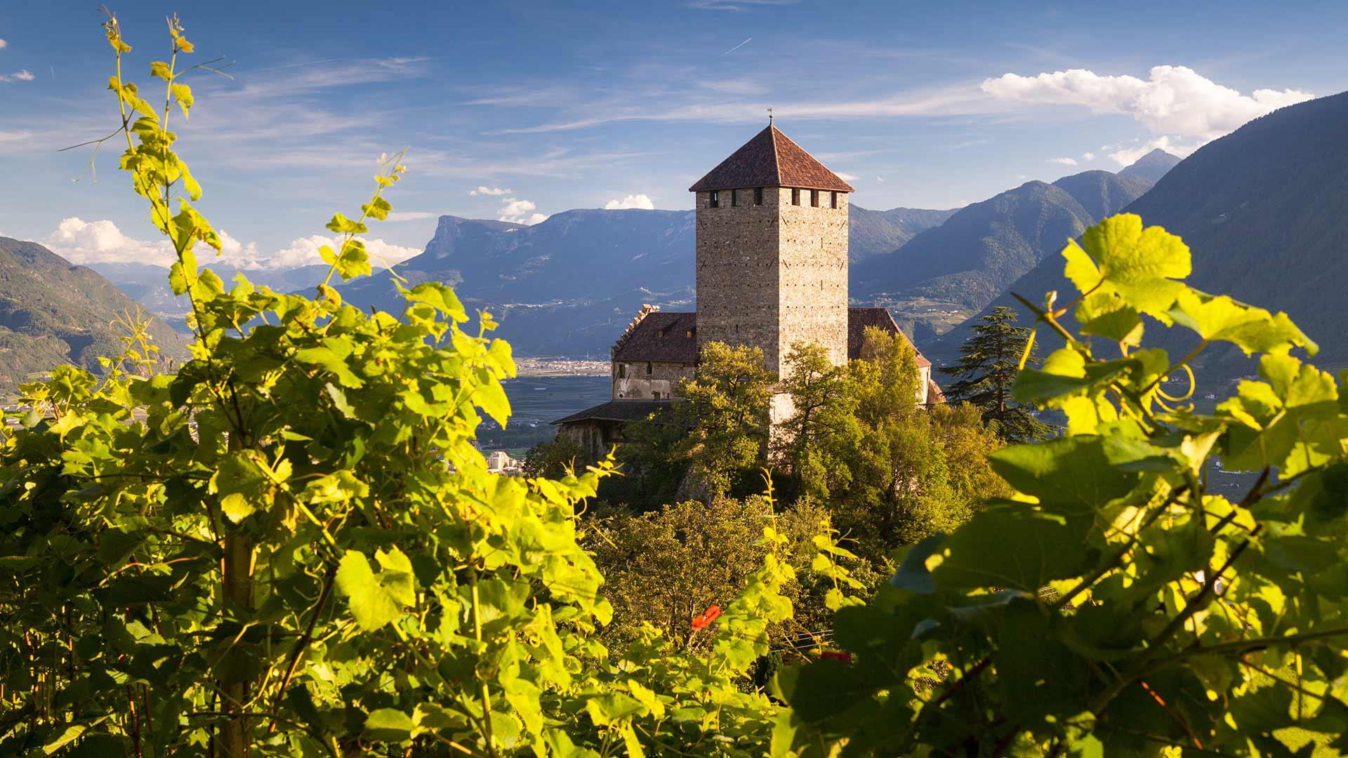 Schloss Tirol im Herbst