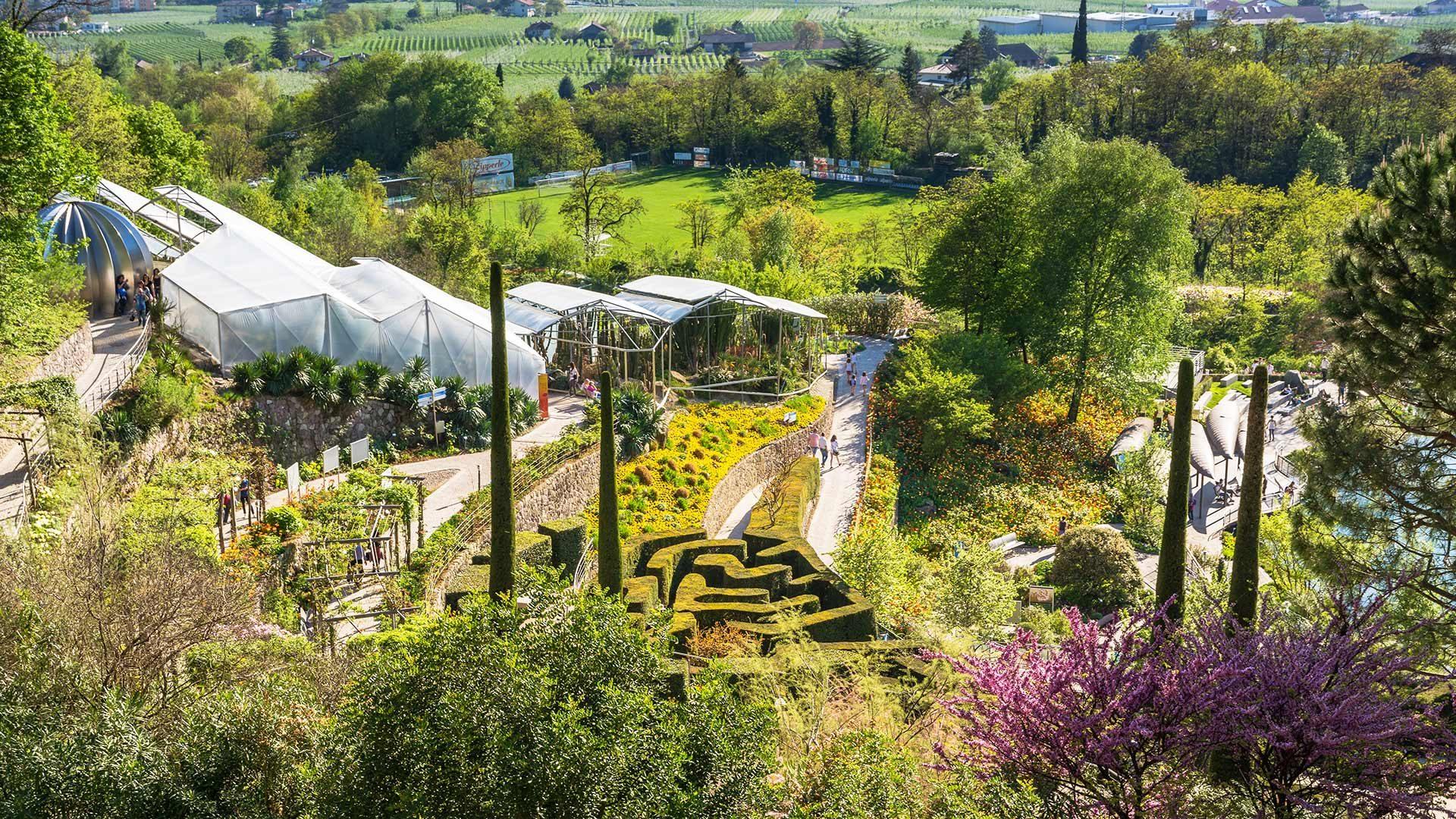 Blick auf die Gärten von Schloss Trauttmansdorff